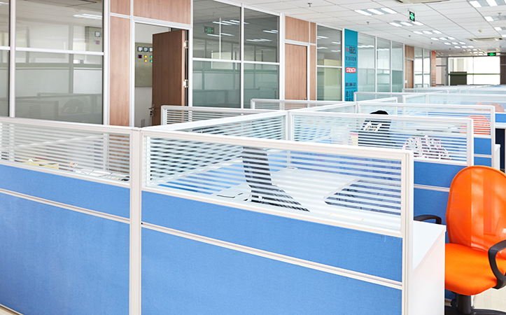 Custom size stripe tempered frosted glass for desk partition