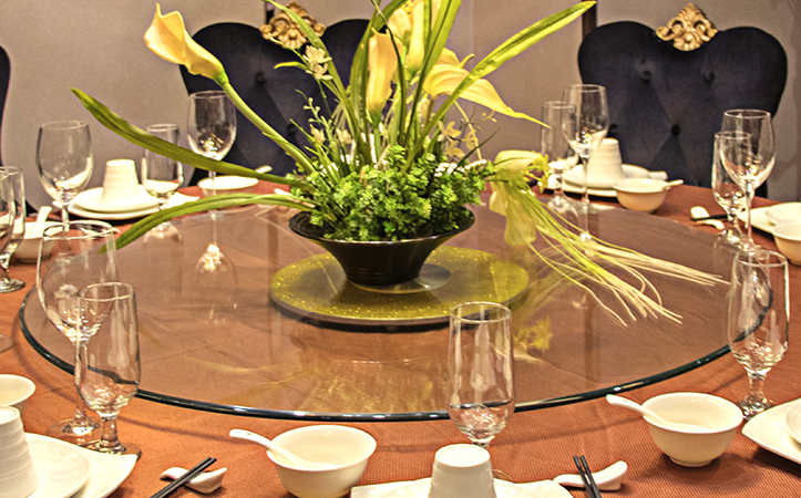 Round duck mouth tempered glass table top