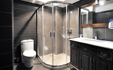 Frameless tempered curved glass for shower enclosure